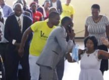 [Video]: Pastor talks to 'God' on phone during service