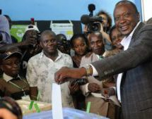 Kenyatta takes lead in Kenya election