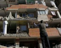 Hundreds killed as Iran-Iraq border hit by quake